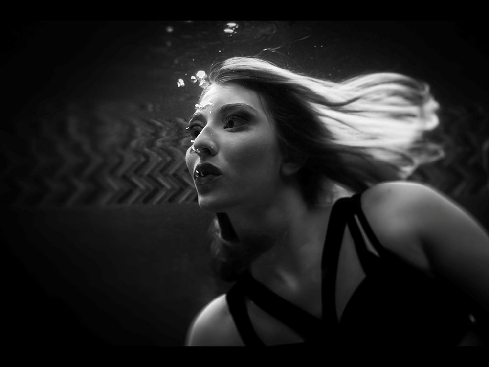 underwater-boudoir-photography